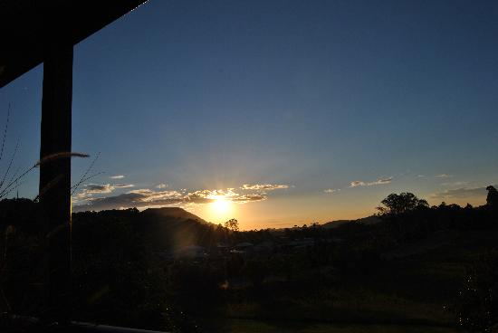 Eumundi Gridley Homestead B&B: The sunset seen from our terrace.