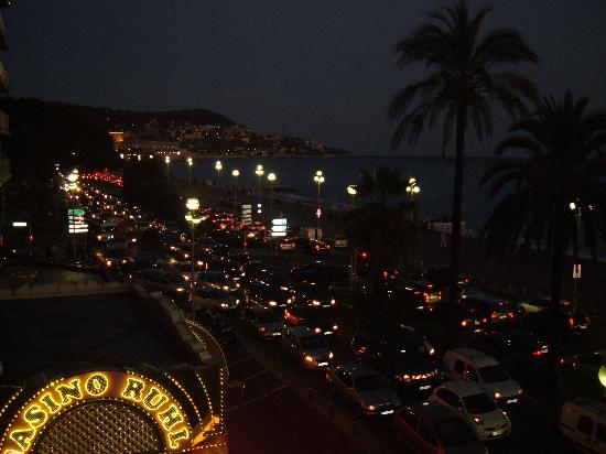 Mercure Nice Promenade des Anglais: Rush Hour view from our Balcony