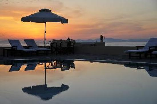 Anemoessa Villa: sunset view