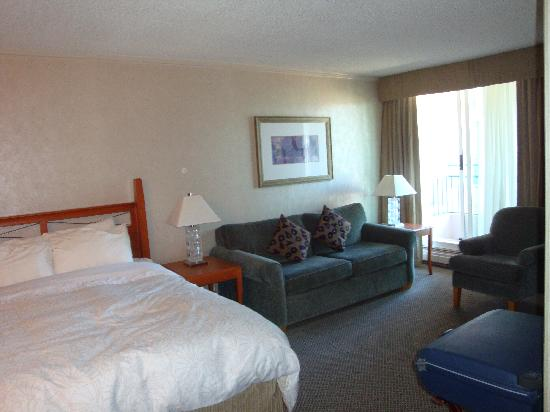 Chateau Victoria Hotel and Suites: Our room