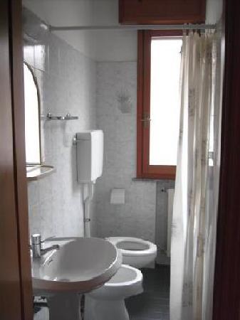 Residence Monaco: bagno - doccia senza piatto