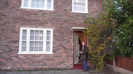 """Mendips - John Lennon Home: As Paul would sing """"Let 'em in"""""""