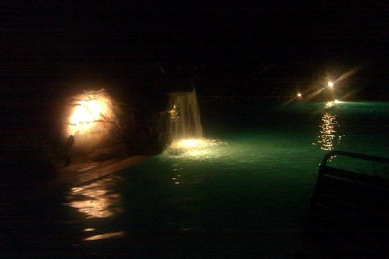 Grand Hotel Marriott Resort, Golf Club & Spa: The outdoor pool at night