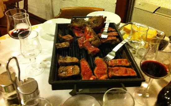 Vinci, Italy: Tabletop Grill with Bistecca