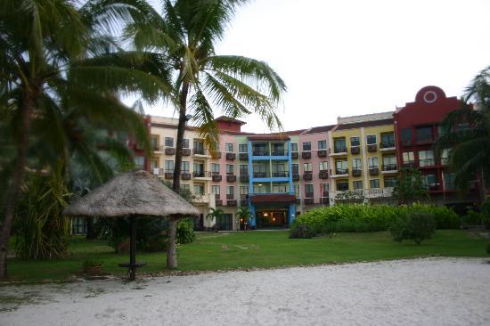 ลังกาวี ลากูน รีสอร์ท: The hotel view from its beach