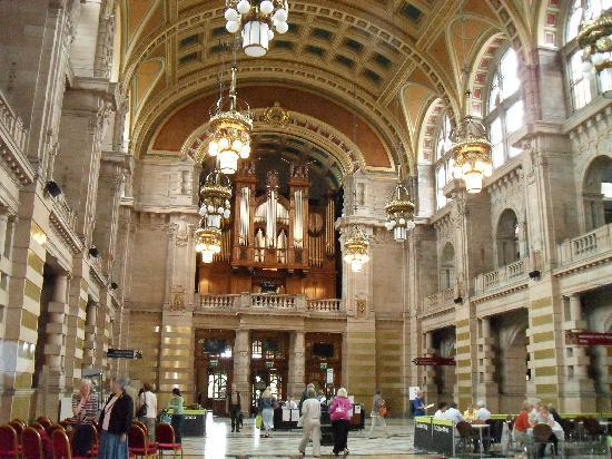 Glasgow, UK : Centre Hall