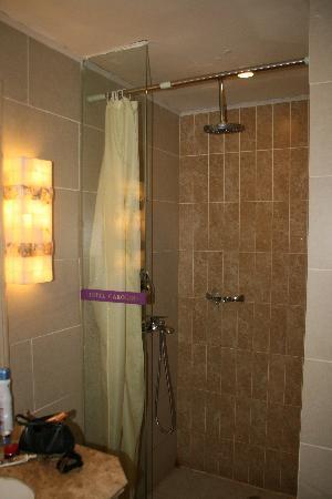 Hotel Carolina Shanghai Xinhua: Salle de bain