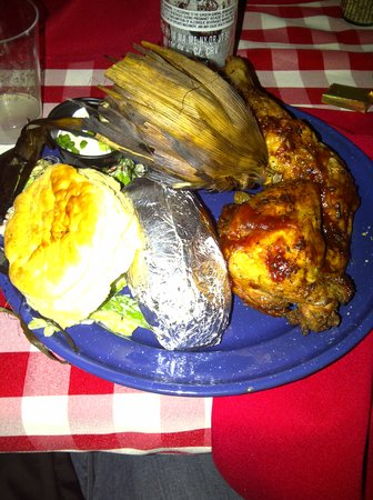 Oak Glen, Καλιφόρνια: Delicious BBQ chicken! They also had BBQ steak as an option (I had a taste of hubbies and it was