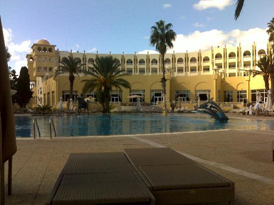 Hotel Palace Hammamet Marhaba: pisicina que antecede a recepção