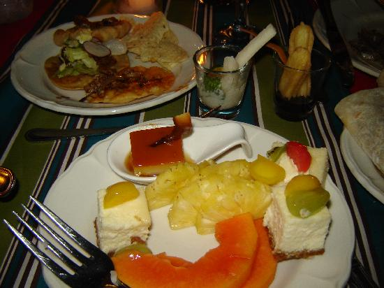 Bluewater Maribago Beach Resort: The great buffet food