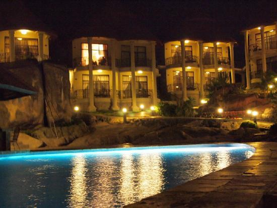 Mwanza, แทนซาเนีย: poolside shot of the rooms