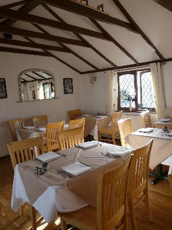 Italian Concept Restaurant: The upper restaurant and high beam ceiling