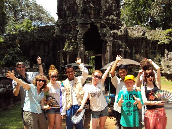 Golden TaKeo Guesthouse: A fun day out at Angkor Watt with our tuk tuk drivers from the guesthouse