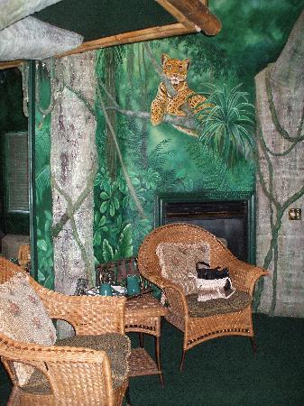 Black Swan Inn Luxurious Theme Suites : Tropical Paradise Suite