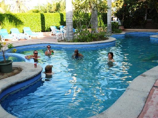 لوس باريليز هوتل: Afternoon in the pool at Los Barriles Hotel