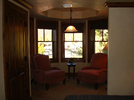 Hyatt Residence Club Grand Aspen: Bow window sitting area