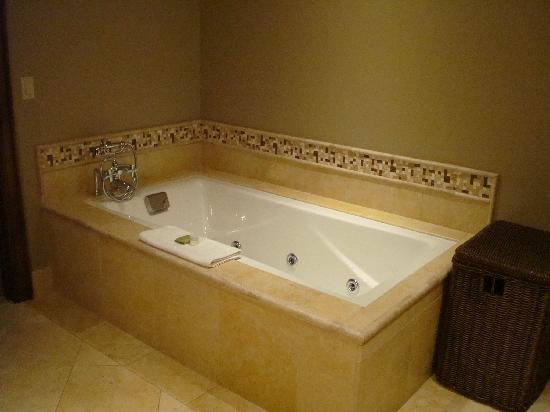Hyatt Residence Club Grand Aspen: Jacuzzi tub