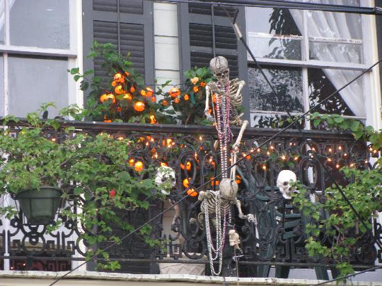 Dauphine House Bed and Breakfast: Hallowe'en decorations at Dauphine House