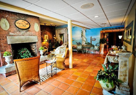 Common Man Inn & Spa: Spa Lobby