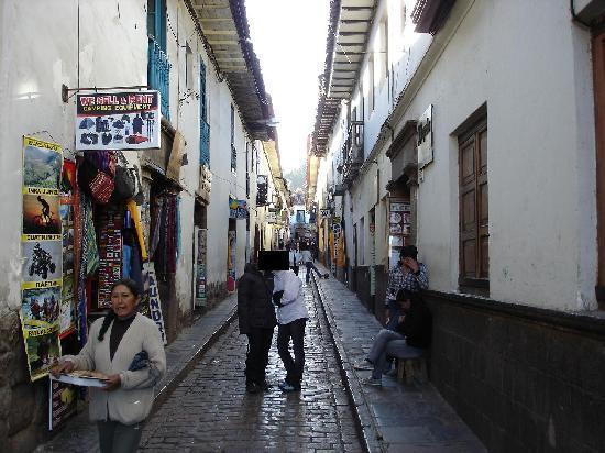 Sumac Wasi: La callejuela donde estaba el hotel, a mitad de cuadra