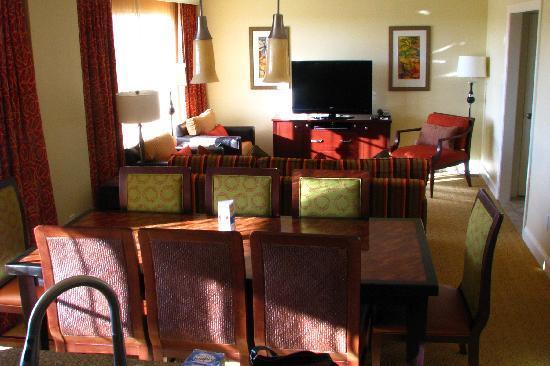 Marriott's Lakeshore Reserve: standing in kitchen... smallish living room, dining room
