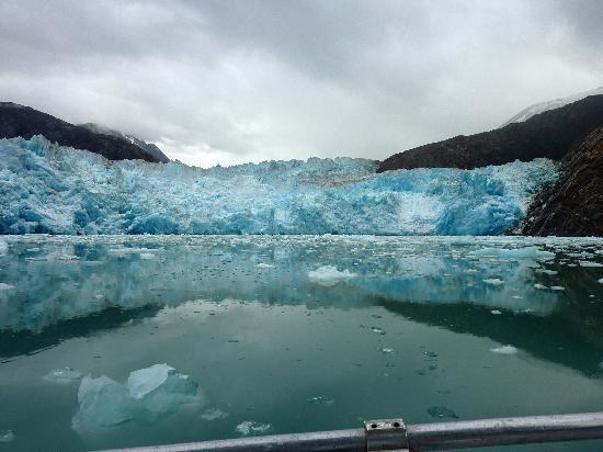 Tracy Arm Fjord: Coming up to the glacier