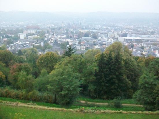 Petrisberg : View from front of hotel and trail into town