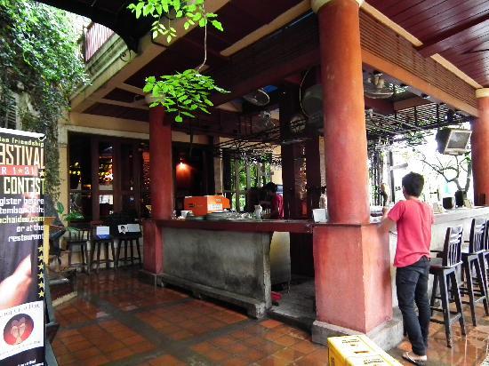 Khop Chai Deu's bar