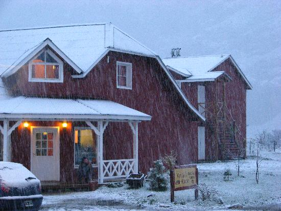Anita's House Cabins: Anita's cabins upper floor room front is book store and internet background red building is othe