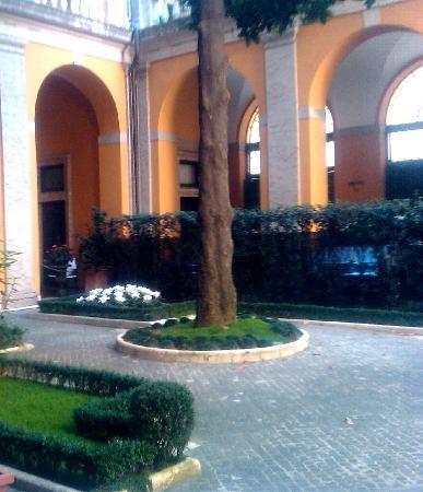 Palazzo Cardinal Cesi: Cesi courtyard