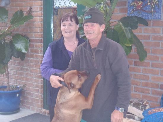 Bluewaves Homestay: Wonderful hosts Raelyn and Dennis with their pride and joy!