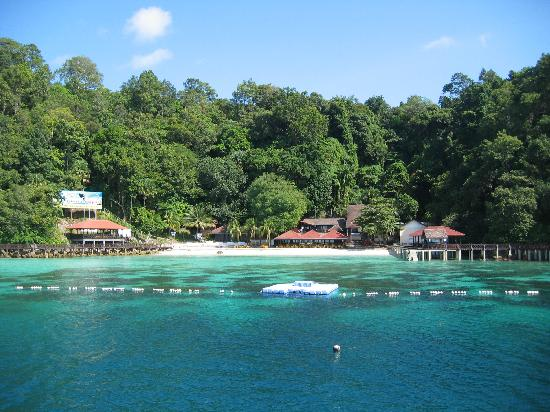 Holiday Destinations in Malaysia Essay Sample
