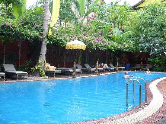 Bopha Siem Reap Boutique Hotel: détente à la piscine