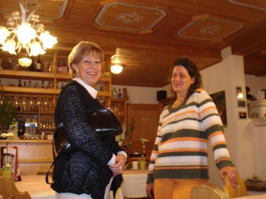 Cafe Pension Sonne: Frau Knarr+Frau Wiechmann