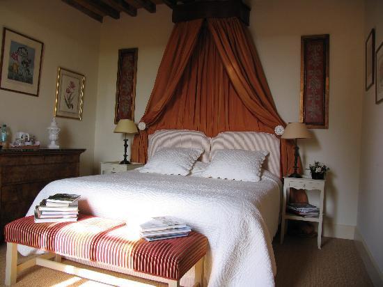 Chateau du mont saint nizier sous charlieu france for Prix chambre chateau vallery