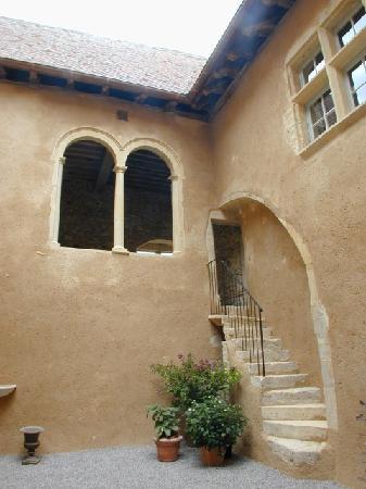 Chateau du Mont : Cour intérieure