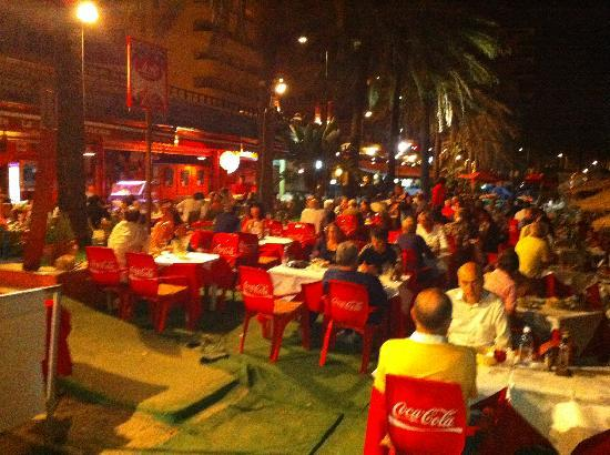 Restaurante La Red: la red terraza en la playa