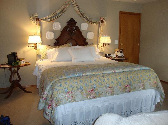 All Seasons River Inn: River View Suite