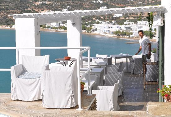 Niriedes Hotel: The outdoor breakfast area, overlooking the bay.