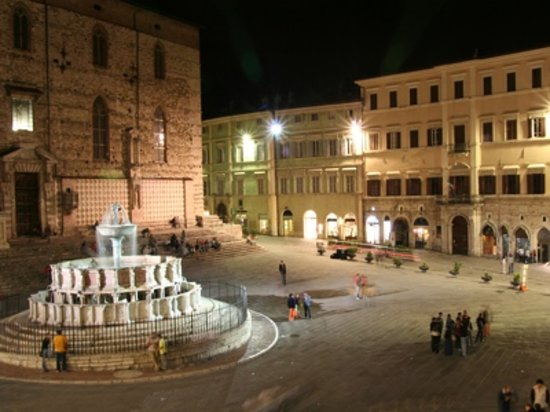 Perugia, Italien: Il Comune e la fontana