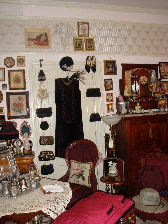Jeter Victorian Inn: fabulous antiques EVERYWHERE
