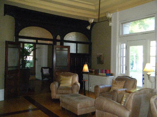 Frontenac Club Inn: lobby