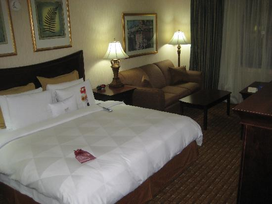 Crowne Plaza Hotel Chicago - Northbrook: Sleeping Room with Big Sleep Number Bed