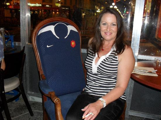 Le Maori: charmian sitting in french rugby chair