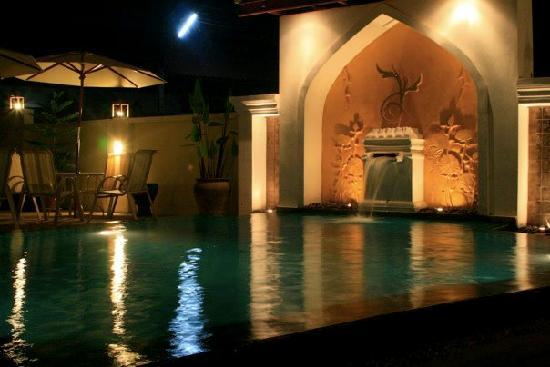 Arissara House: Pool Night