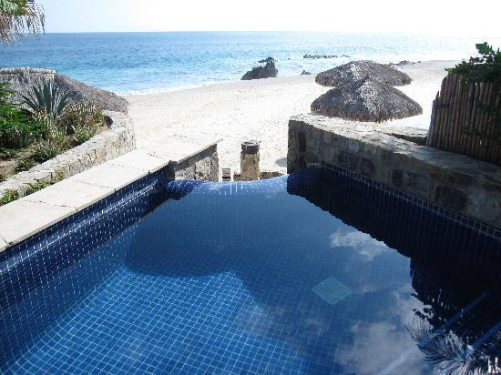 One & Only Palmilla: So-called infinity pool in Room 2311.