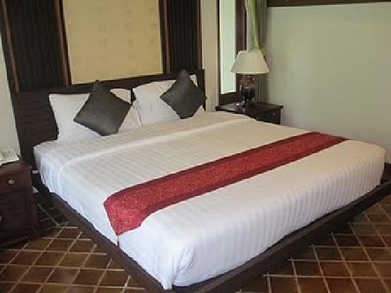 Bhumlapa Garden Resort: Master bedrum /stora sovrummet