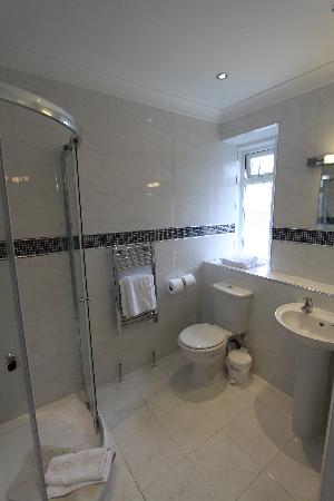 The Headland Hotel: An example of one of our bathrooms