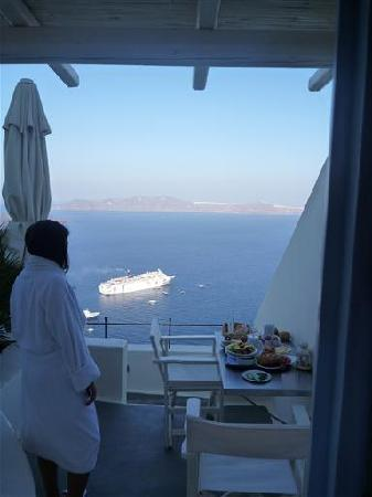 Enigma Apartments & Suites: every morning we wake up to an amazing view and sumptuous breakfast
