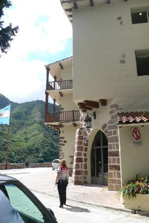Termas de Reyes: el costado del Hotel hacia la confiteria